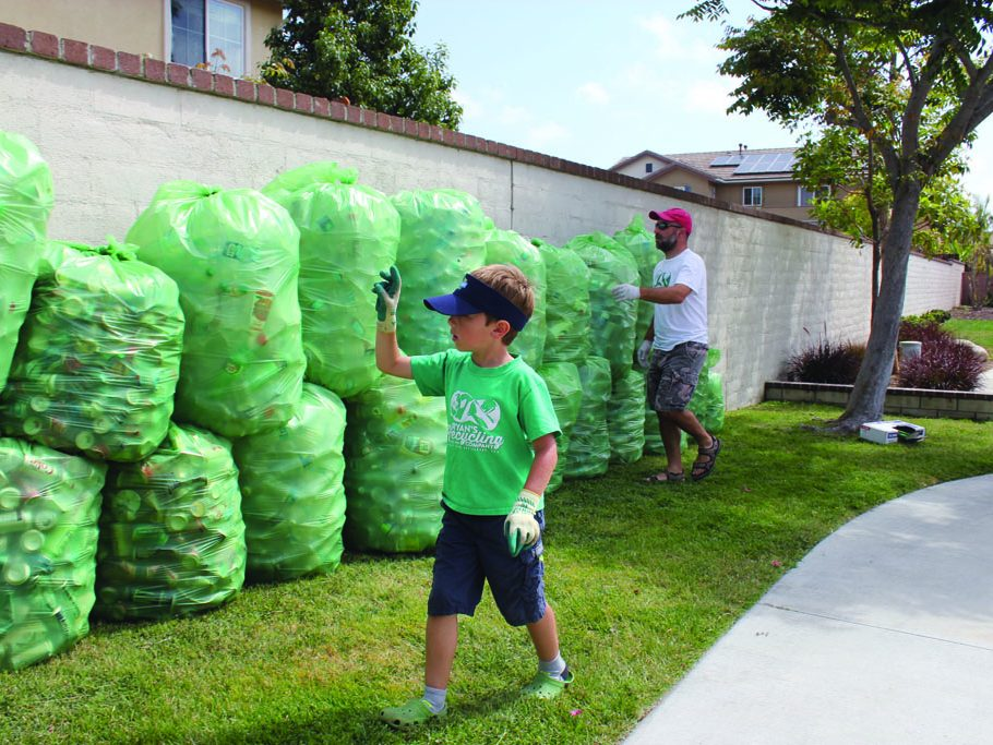 Hickman recounts the sorted materials before heading off to the recycling center. (Taya Buehler-Reagan)