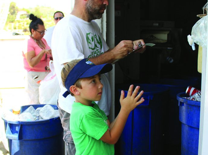 Hickman and his dad collects money from a heavy recycling load. (Taya Buehler-Reagan)